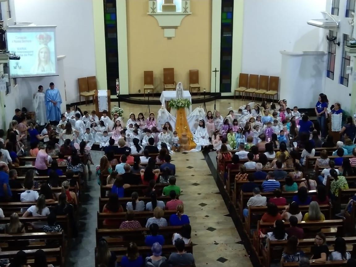 GRUPO DE MÃES PRESTA HOMENAGEM À MARIA – ICONHA/ES