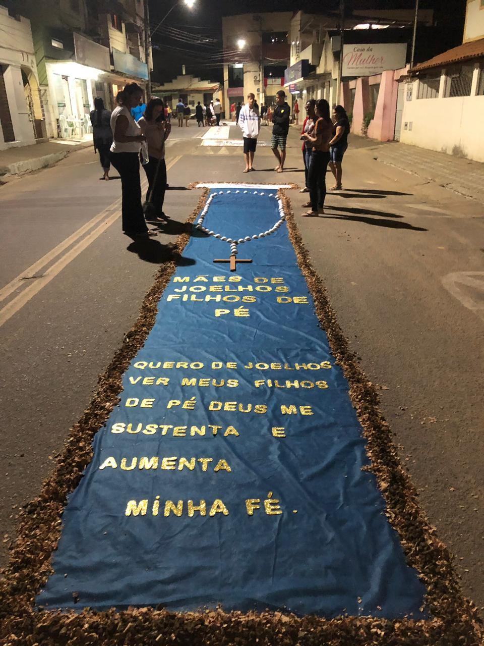 GRUPOS DE MÃES DO ESPÍRITO SANTO NA CONFECÇÃO DOS TAPETES DE CORPUS CHRISTI