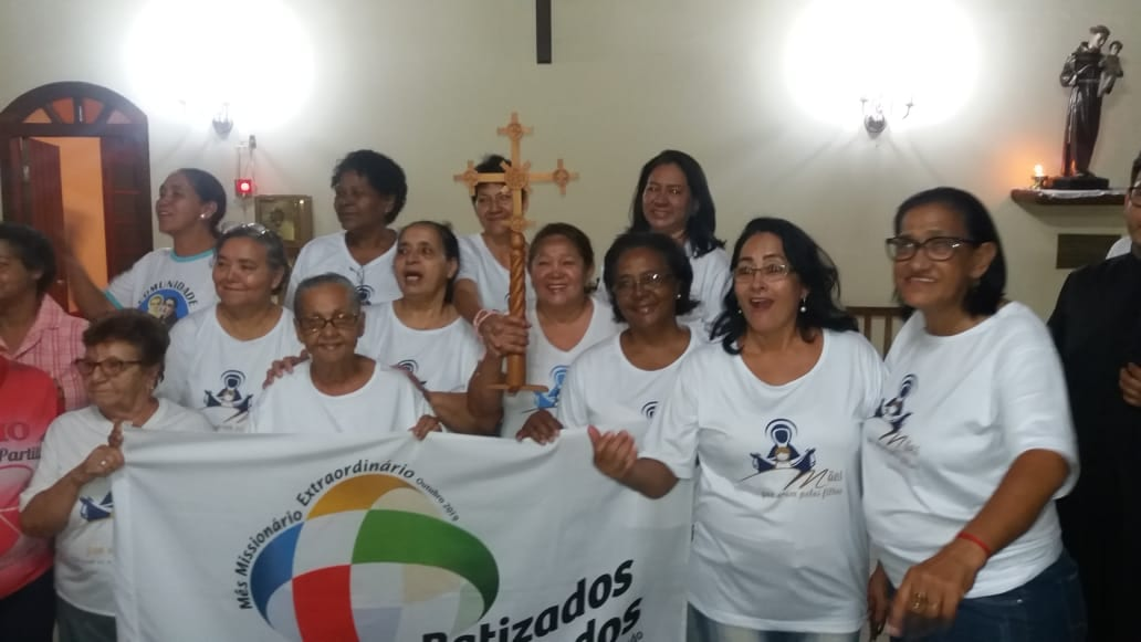 MÃES ORANTES DE CORUMBÁ RECEBEM A CRUZ MISSIONÁRIA