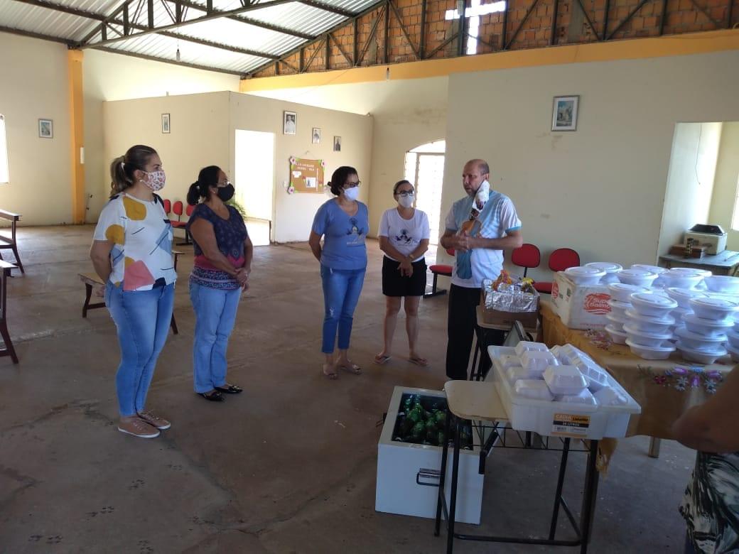MÃES DE CORUMBÁ NA PREPARAÇÃO DE ALMOÇOS PARA CRIANÇAS CARENTES