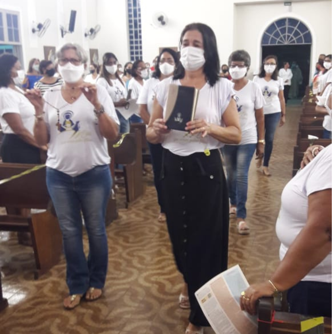 MÃES QUE ORAM DE CORUMBÁ DÃO AS BOAS-VINDAS AO NOVO DIRETOR ESPIRITUAL DIOCESANO